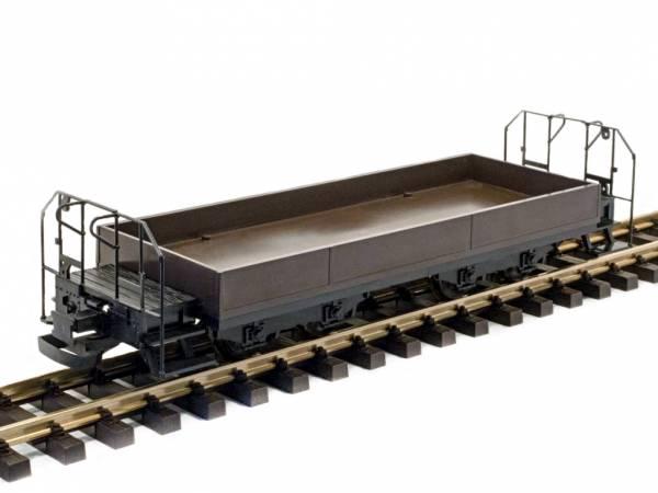 Train Line45 Niederbordwagen, braun, mit Bremserbühnen, Kunststoff-Radsätze, Spur G