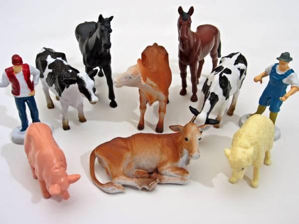 NewRay Set aus 8 Tieren, 2 Bauern für LGB Gartenbahn, Maßstab 1:28, Spur G / Spur 1