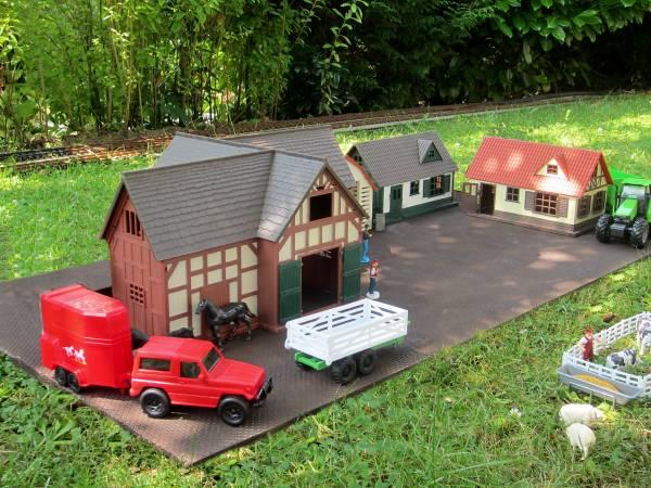 Zenner Farm mit Tieren und 2 Wohnhäusern für Spur G Gartenbahn