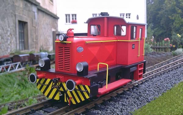 Train Line45 Deutz Lok, rot, Umbau von Spur IIM/G 45 mm auf Spur II 64 mm, analog mit Strom vom Gleis.
