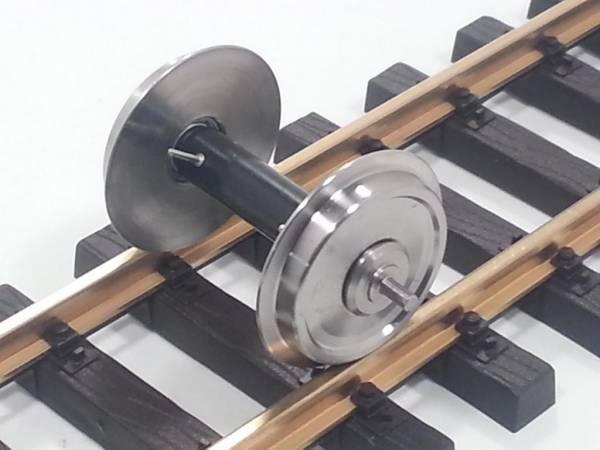 Train Line45 Edelstahlradsatz 2 Stück, Durchmesser 30mm, mit Kugellagern in den Rädern und Stromzufuhr Spur G.